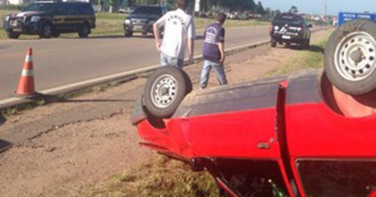 Motorista morre após capotar veículo na BR-116 em Jaguarão, RS - Globo.com
