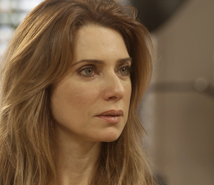 Lenita toma decisão importante (Foto: TV Globo)