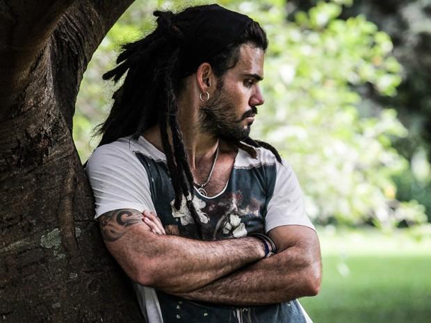 Juliano Cazarré e seu novo visual para interpretar Ninho (Foto: Amor à Vida / TV Globo)