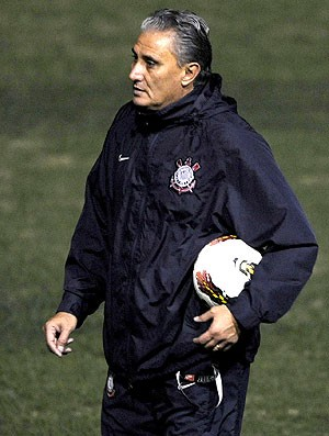 Tite no treino do Corinthians (Foto: AFP)