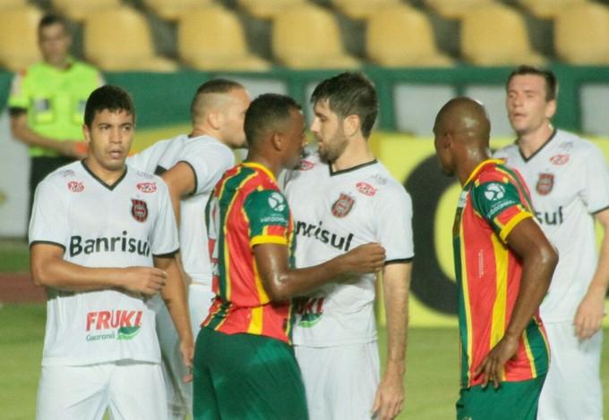 Com o resultado, o time tricolor chega ao segundo jogo sem vencer (Foto: Biaman Prado / O Estado)