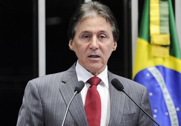 O senador Eunicio Oliveira (PMDB-CE) é relator da PEC do Teto dos Gastos no Senado (Foto: Pedro França/Agência Senado)