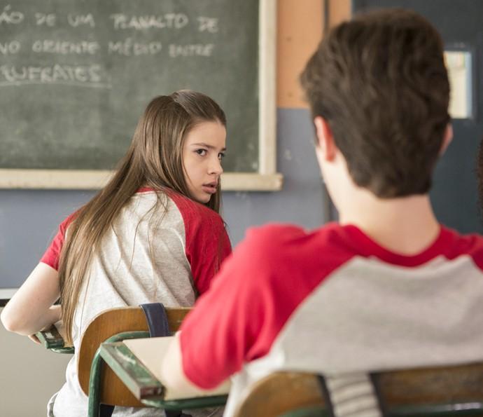 Manuela se estressa com Fabio no meio da aula (Foto: TV Globo)
