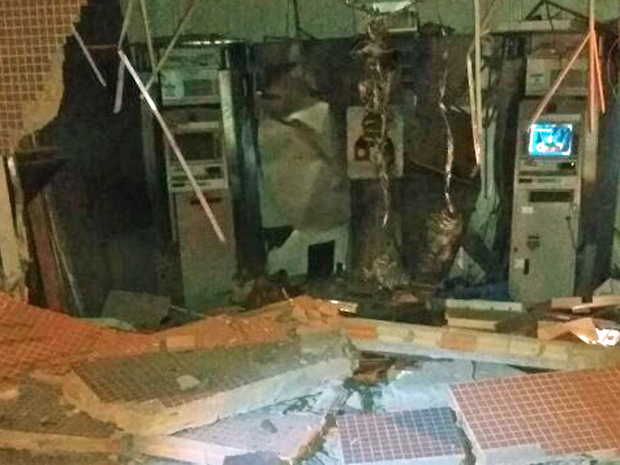 Agência de Sobradinho explodida durante a madrugada (Foto: Polícia Militar/Divulgação)