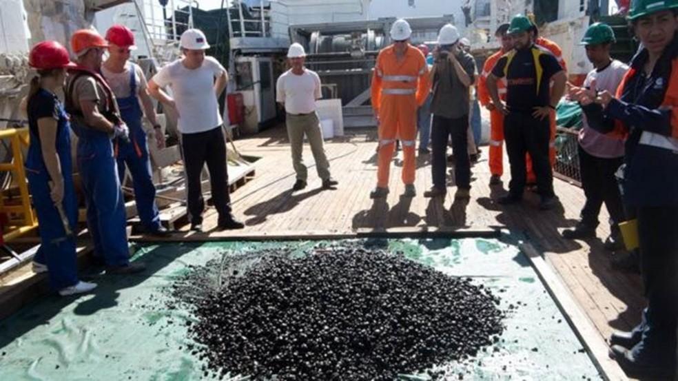 Cientistas e mineradoras trabalham juntos para obter mais informações sobre ecossistema (Foto: Nautilus Minerals)
