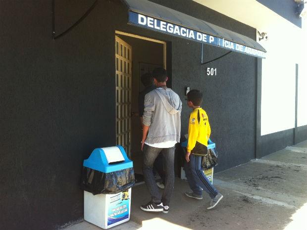 Adolescente de 17 anos prestou esclarecimentos à delegacia de Arapoti, nesta terça-feira (30) (Foto: Vanessa Rumor/RPCTV)