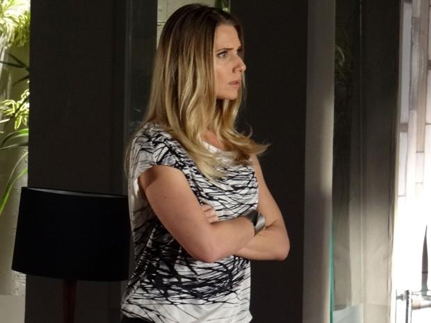 Antonia fica surpresa coma revelação (Foto: Salve Jorge/TV Globo)