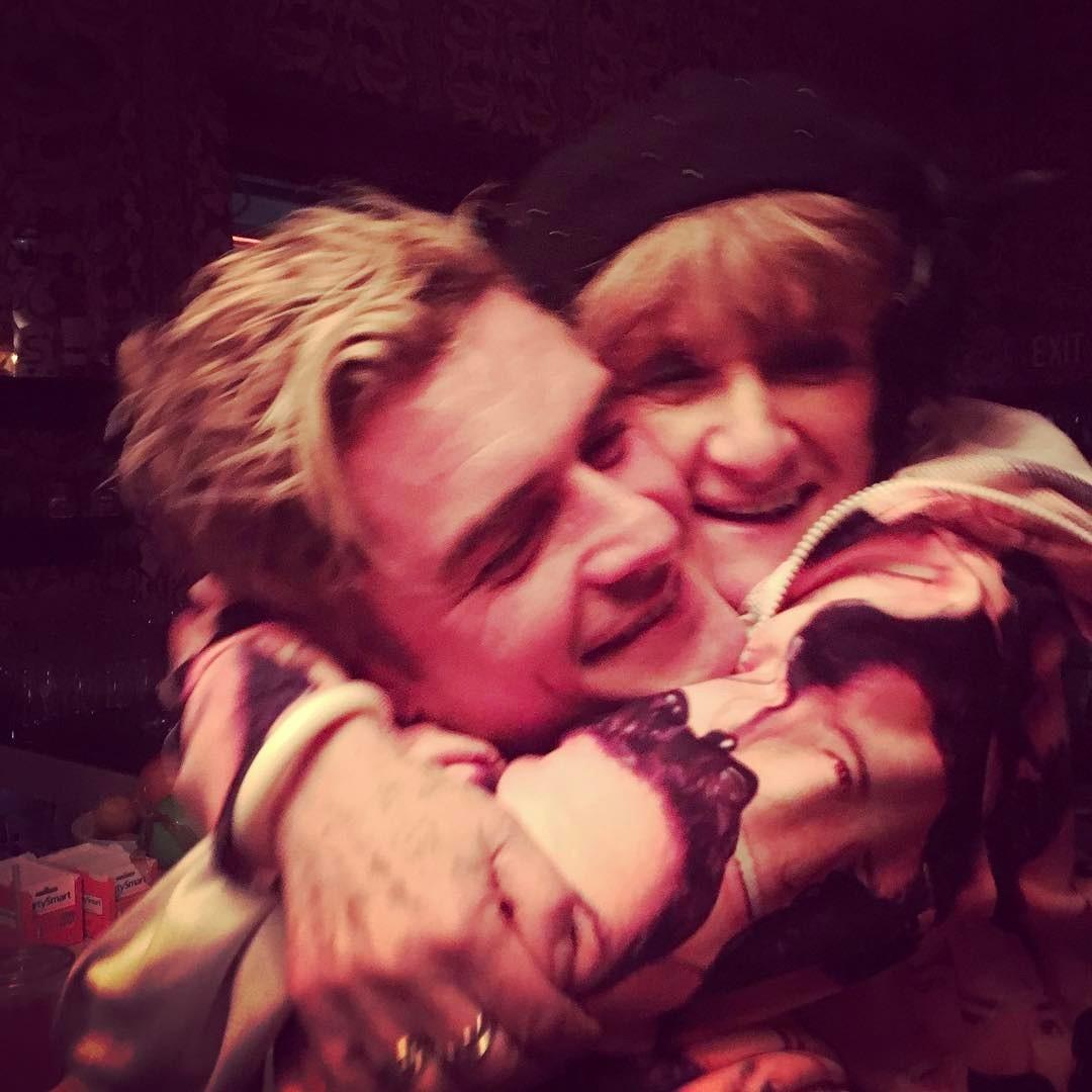 """Orlando com sua mãe: """"melhor presente de todos, visita surpresa da minha mãe"""" (Foto: Reprodução/Instagram)"""