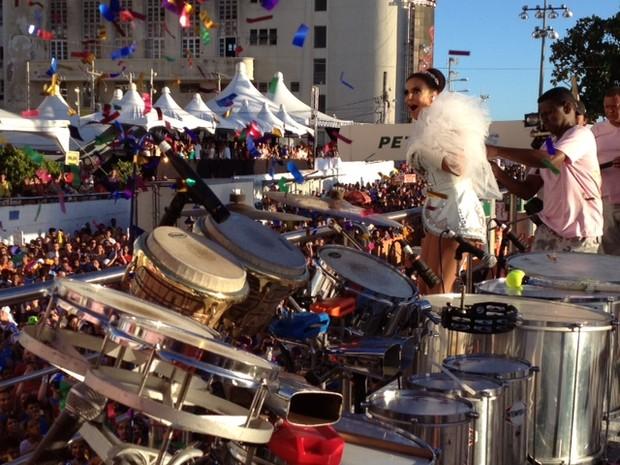 Ivete Sangalo no trio, em Salvador (Foto: EGO)