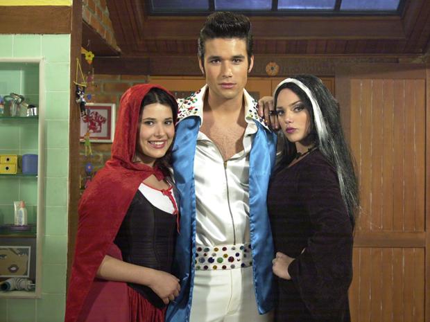 Luísa (Manuela do Monte), Victor (Sérgio Marone) e Carla (Nathália Rodrigues) estão cheios de referências pop