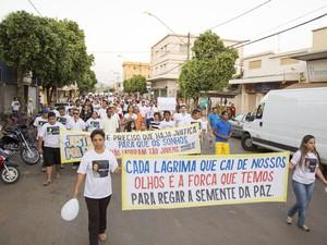 Protesto reuniu cerca de 700 moradores do município (Foto: Bráulio Nunes/Portal Pompéu MG)