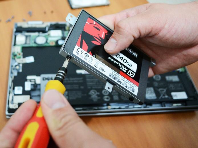 Instalação de um disco SSD é um procedimento simples (Foto: Reprodução/Adriano Hamaguchi)