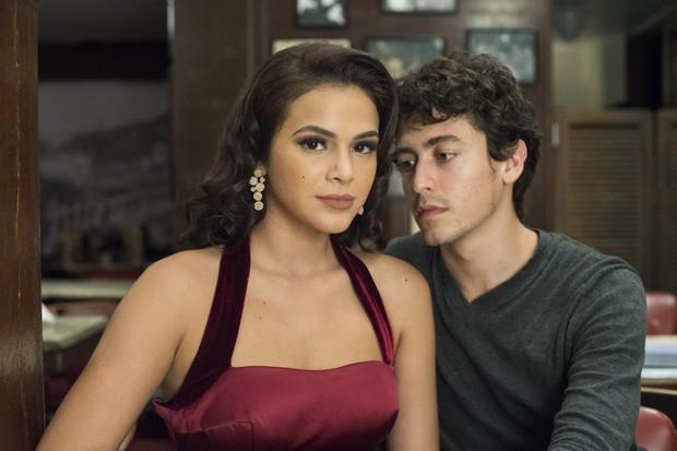Beatriz (Bruna Marquezine) e Davi (Jesuíta Barbosa) (Foto: Estevam Avellar / TV Globo)
