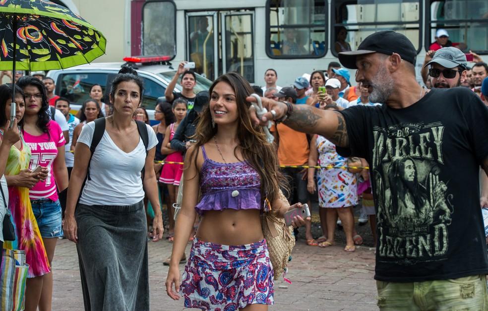 Isis Valverde grava 'A Força do Querer' no Mercado Ver-o-Peso, em Belém, sob orientação do diretor artístico Rogério Gomes (Foto: Estevam Avellar/TV Globo)