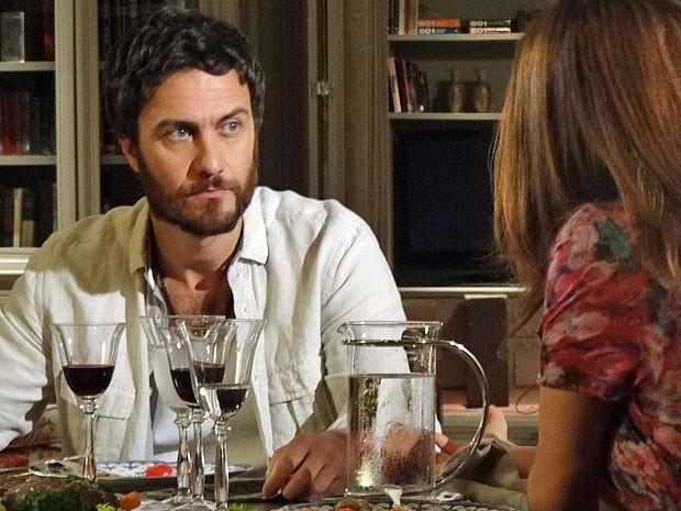Rodrigo não sabe da mentira contada por Elisa (Foto: Amor Eterno Amor/TV Globo)