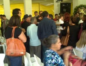 Velório está sendo realizado na Igreja Batista do Suspiro (Foto: Juliana Scarini)