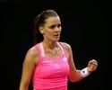 Radwanska não dá chances e supera Bouchard para chegar à 3ª rodada