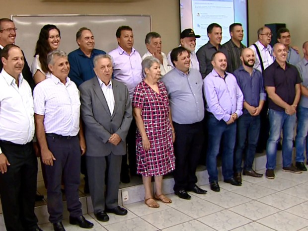 Airton Garcia anunciou os nomes dos 18 secretários em São Carlos (Foto: Ely Venâncio/EPTV)
