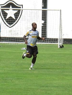 Seedorf no treino do Botafogo (Foto: Raphael Bózeo)