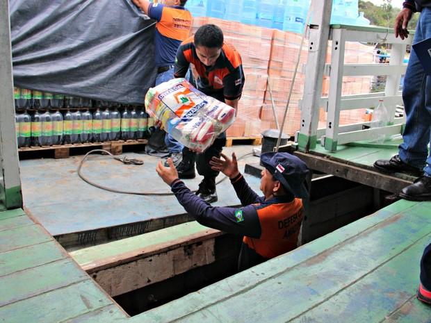 Cestas de alimentos estão sendo encaminhadas para cidade afetadas (Foto: Suelen Gonçalves/G1 AM)