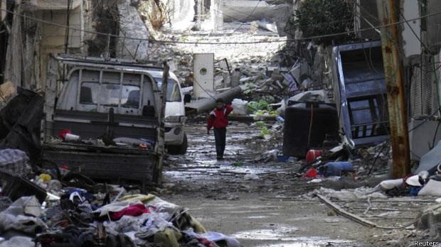Cenário de destruição em Homs (Foto: Reuters)