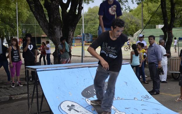 Manobras de skate também fizeram parte da programação  (Foto: Herianne Cantanhede)