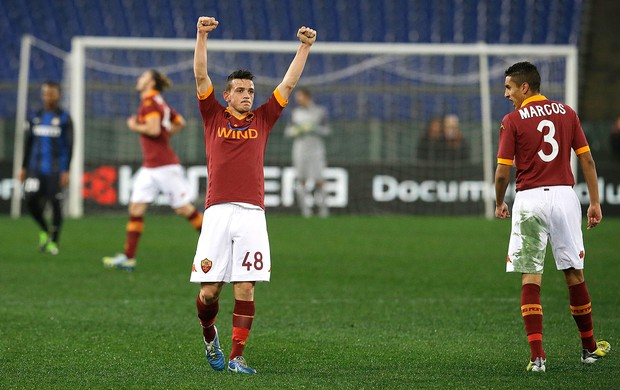 Alessandro Florenzi comemora gol do Roma contra o Inter de Milão (Foto: AP)