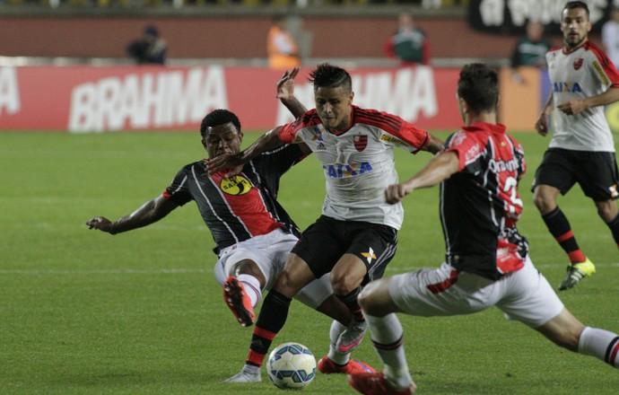 Everton, Flamengo, Joinville (Foto: Gilvan de Souza/Fla Imagem)