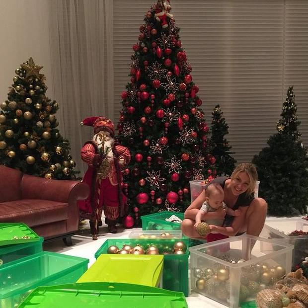 Ana Hickmann no primeiro Natal do pequeno Alexandre (Foto: Reprodução/Instagram)