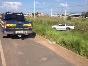 Acidente ocorreu por volta das 15h30 deste domingo (22), na BR-174 (Foto: Marcelo Marques/G1)