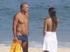 Kadu Moliterno curte dia de praia com a filha, Lanai