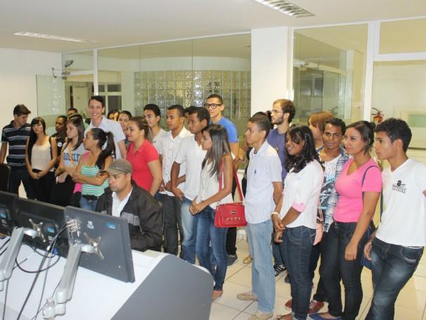 Grupo cursa o primeiro período de jornalismo. (Foto: Valdivan Veloso/Inter TV)