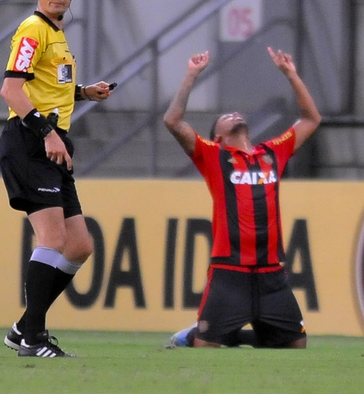 derrubou (Aldo Carneiro / Pernambuco Press)