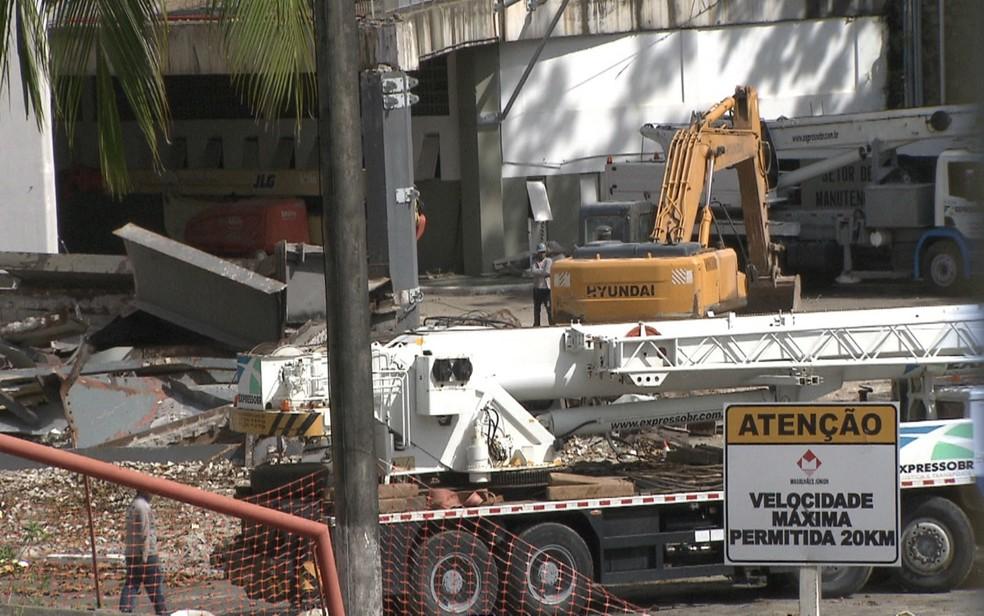 Centro de Convenções, em Salvador, passava por desmonte parcial, mas obra foi suspensa pelo TRT. (Foto: Reprodução/ TV Bahia)