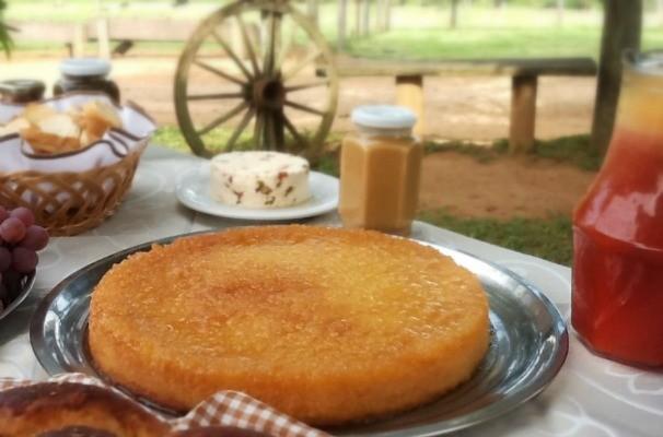 Nosso Campo ensina a fazer uma sobremesa direto do sítio, o bombocado de mandioca (Foto: Tammy de Andrade/TV TEM)