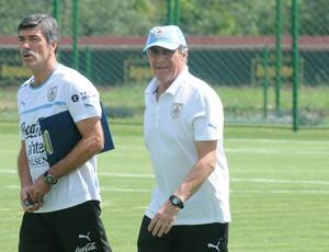 oscar tabarez uruguai treino (Foto: Aldo Carneiro / Pernambuco Press)