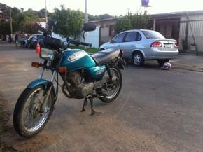 Policial foi morto por dois homens que chegaram em motocicleta (Foto: Renato Soder/RBS TV)