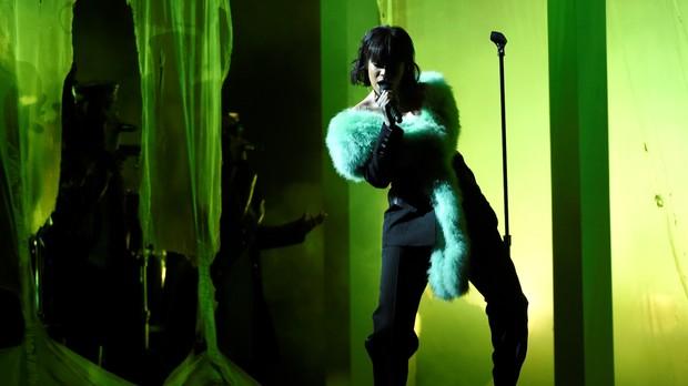 Rihanna soltou a voz com