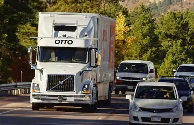 Caminhão autônomo leva carga de cerveja nos EUA (Foto: Reprodução/YouTube/Otto)