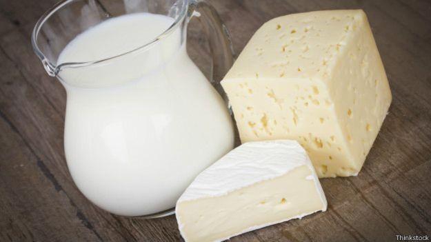 Queijos e leites são vetados em muitas dietas de festantes mundo afora; na França, entretanto, as grávidas não costumam dispensar bries e camemberts (Foto: Thinkstock/BBC)