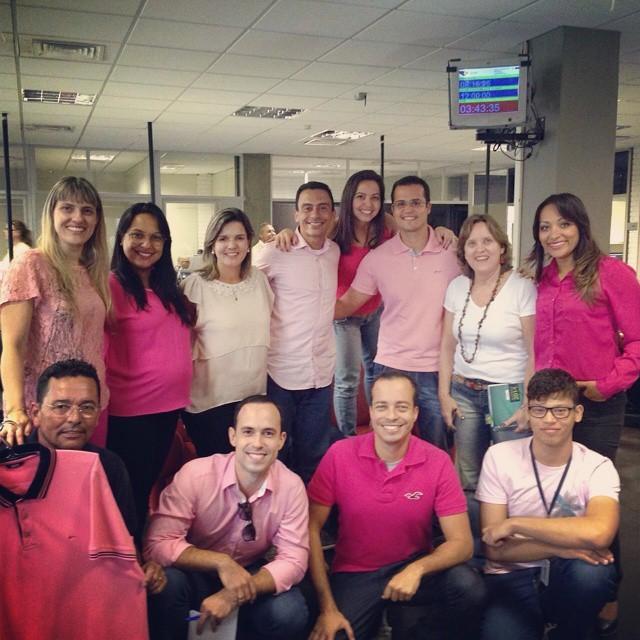Equipe da TV Gazeta no clima do Outubro Rosa (Foto: Divulgação)