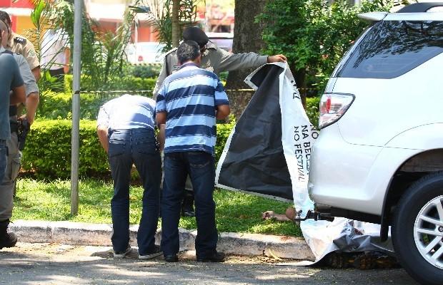 Segurança de deputado mata suposto assaltante durante tentativa de assalto, em Goiânia (Foto: Cristiano Borges/Jornal O Popular)