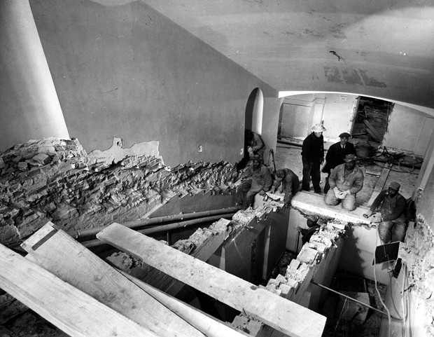 Reconstrução de escada no interior da Casa Branca (Foto: National Archives and Records Administration/Flickr)