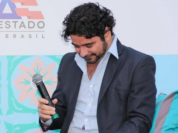 João Filho se emocionou ao falar sobre o pai (Foto: Egi Santana/Flica)