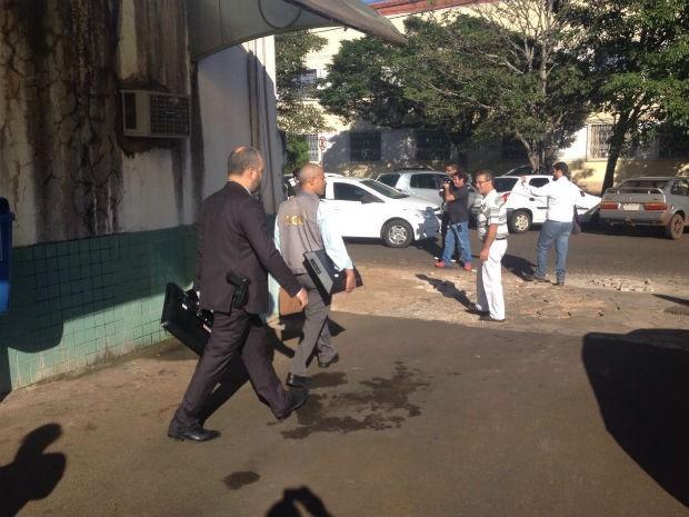 Policiais federais cumprem mandado na Secretaria de Saúde de Foz  (Foto: Caio Vasques / RPC )