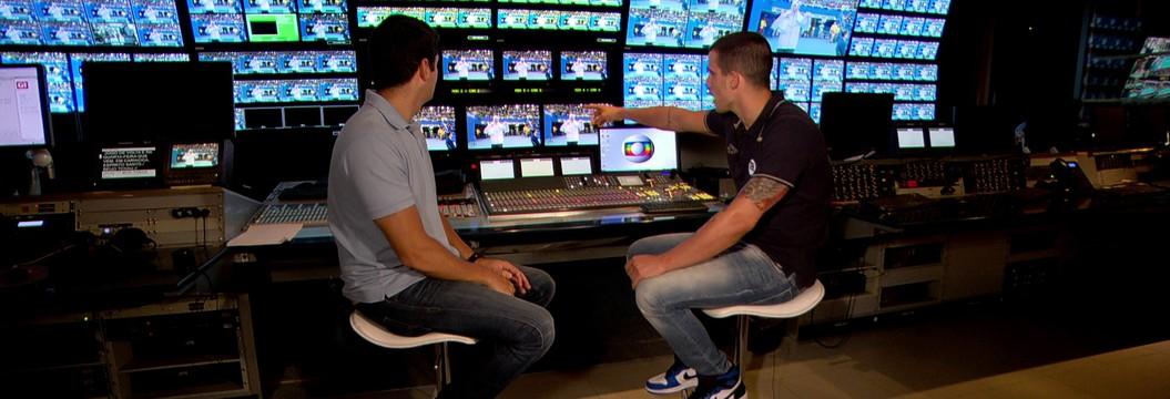 Bruno Fratus visita estúdios e revê final dos 50m da Olimpíada do Rio