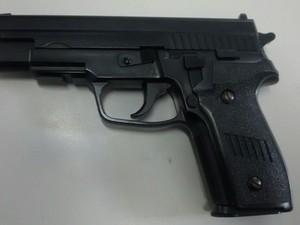 Arma apreendida pela Polícia Militar em Porto Feliz (Foto: PM/ Divulgação)