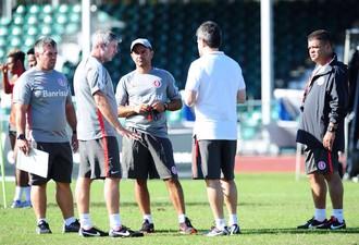 Comissão técnica do Inter durante treinamento em Orlando (Foto: Ricardo Duarte / Inter, DVG)