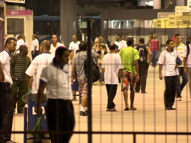 Terminal ficou movimentado após o crime (Foto: Reprodução/ TV Gazeta)