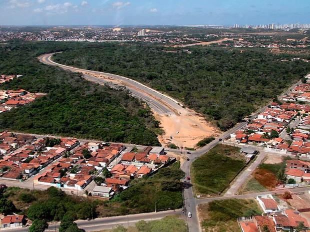Foto aérea mostra obra de prolongamento da Av. Prudente de Morais, uma das principais vias de Natal (Foto: Canindé Soares)